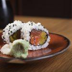 sushi gjord av riskokare
